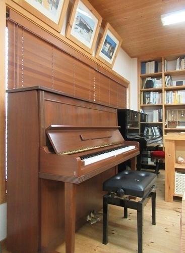 piano (2).JPG